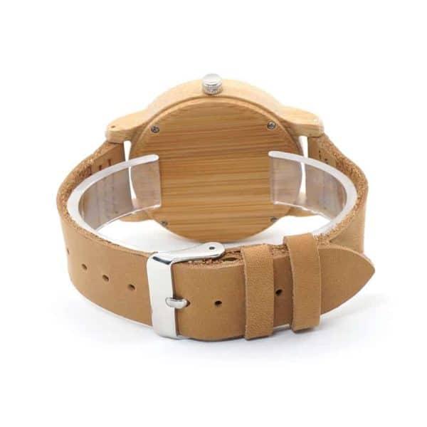 Montre avec tête de cerf et bracelet en cuir
